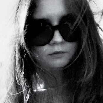 Fake Heiress Anna Delvey in dark sunglasses. Black and White portrait.